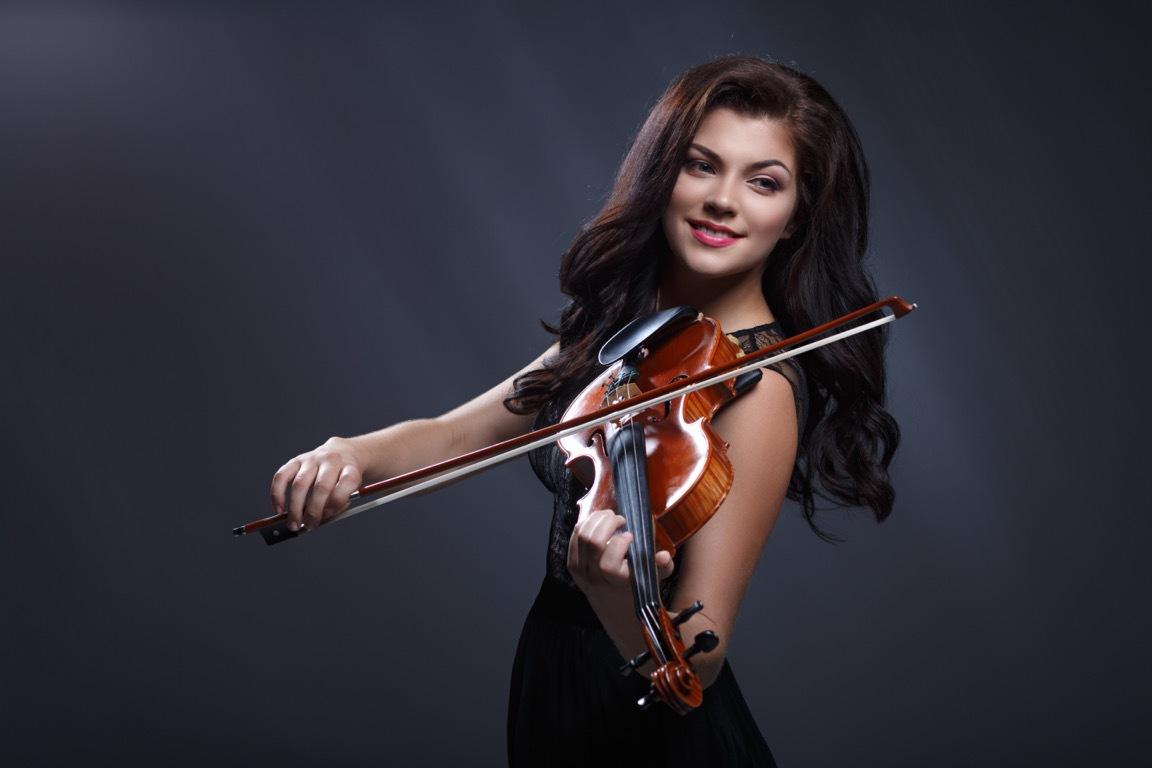 Hire Professional Violin Players in Dubai, UAE | Female Violin