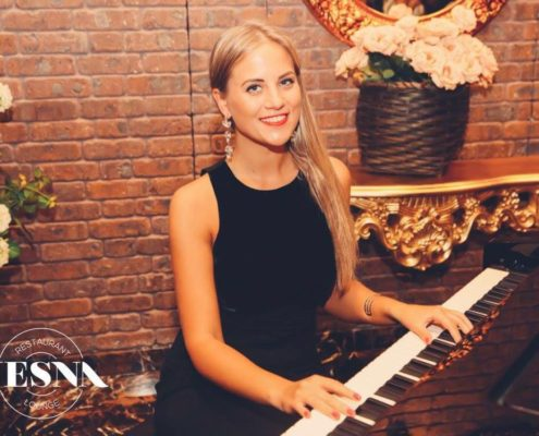 Pianist Dubai, Anna Piano player, Event Organizers in Dubai