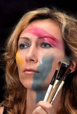 """<a href=""""http://artistrelatedgroup.com/speed-painter-dubai/"""" title=""""speed painters dubai"""">Julia Painter</a>"""